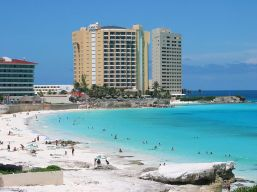 800px-Cancun_Beach
