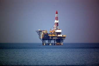 Oil Rig 2 by Flickr user tsuda