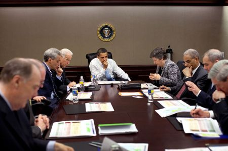 Barack_Obama_being_briefed_on_swine_flu_oubreak_4-29