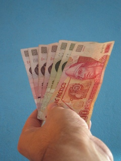 Pesos by Flickr user Aleiex