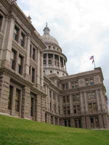 Texas capitol building by Flikr user ilovemypit