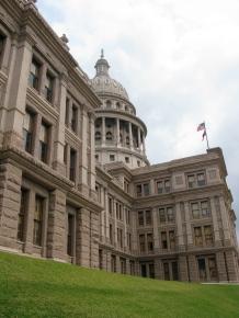Texas capitol building by Flikr user ilovemypit