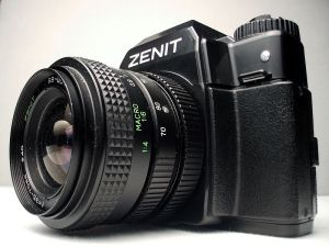 800px-Camera_Zenit_122_left_view